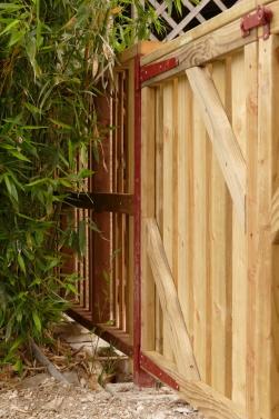 Bois-portail Fagnières-détail huisserie