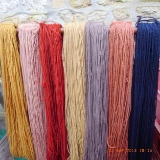 Echeveaux de laine teints