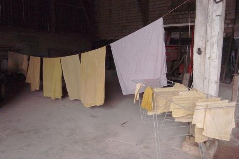 Séchage de draps après teinture