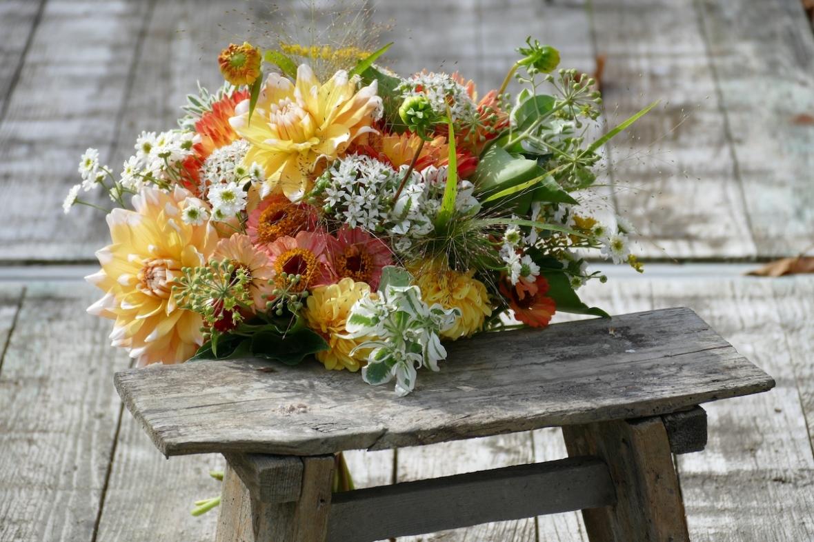P1070658 - copie-bouquet octobre petit banc